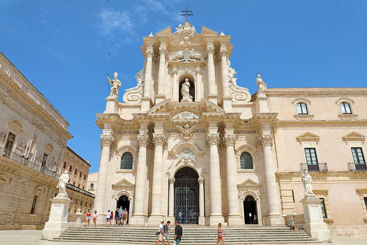 Katedrala Duomo di Syracuse na Siciliji.